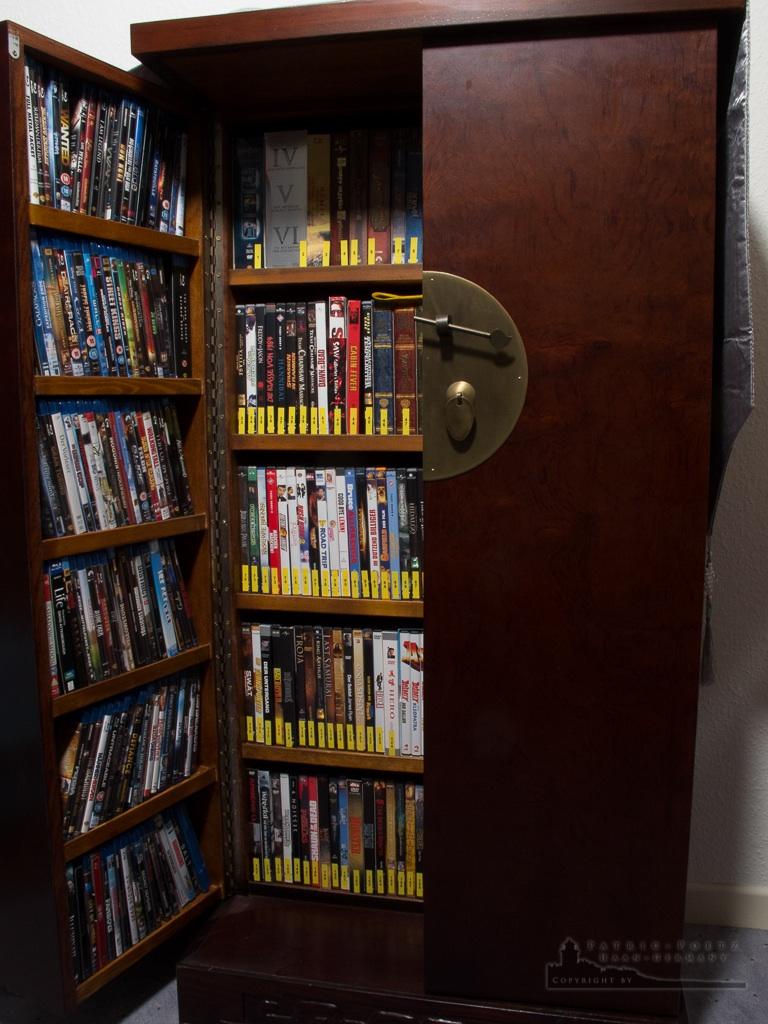 cd dvd blu ray schrank aus china in braun top zustand ebay. Black Bedroom Furniture Sets. Home Design Ideas